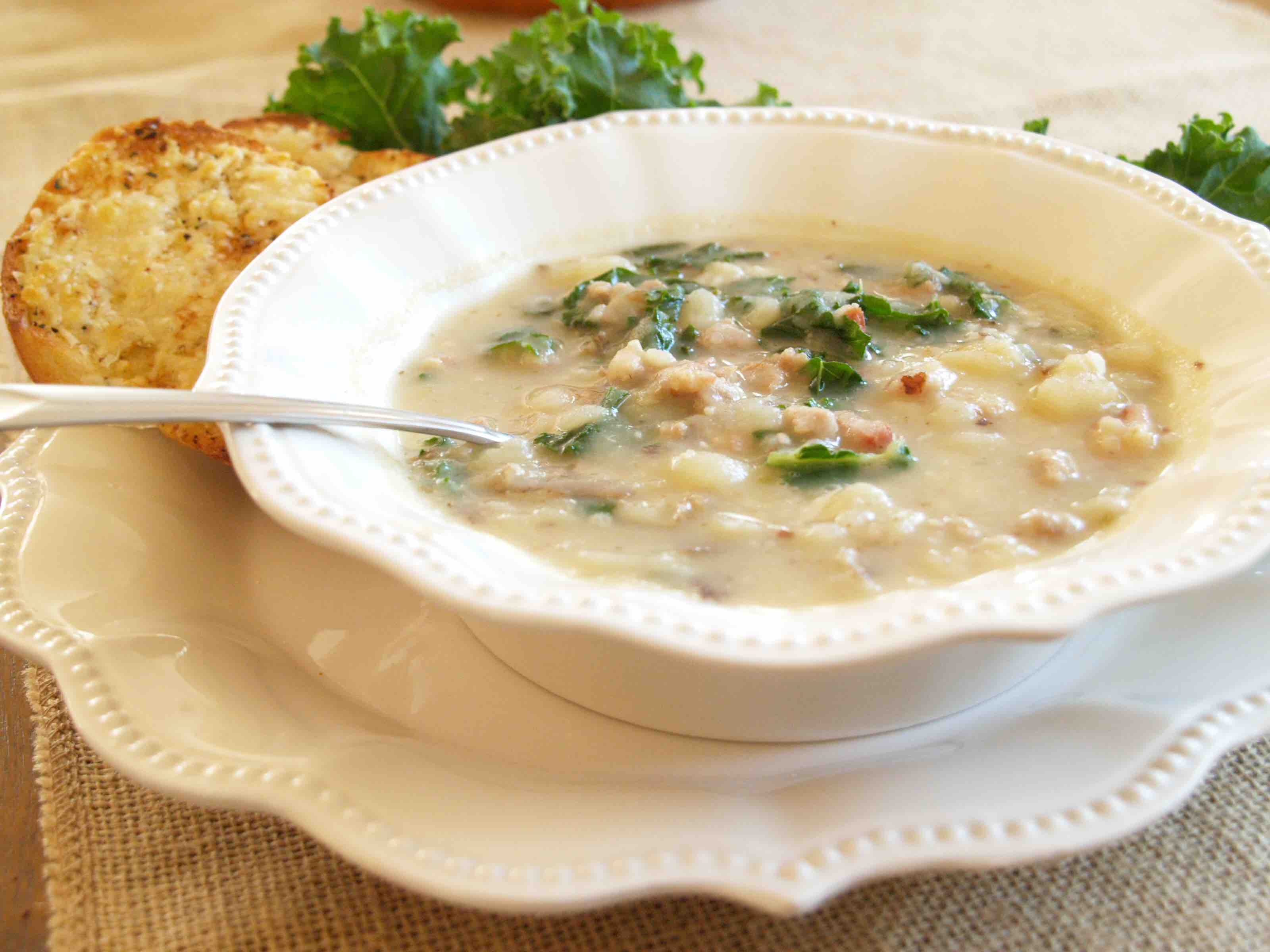 Creamy potato kale and sausage soup romancing the onion for Olive garden potato sausage kale soup recipe
